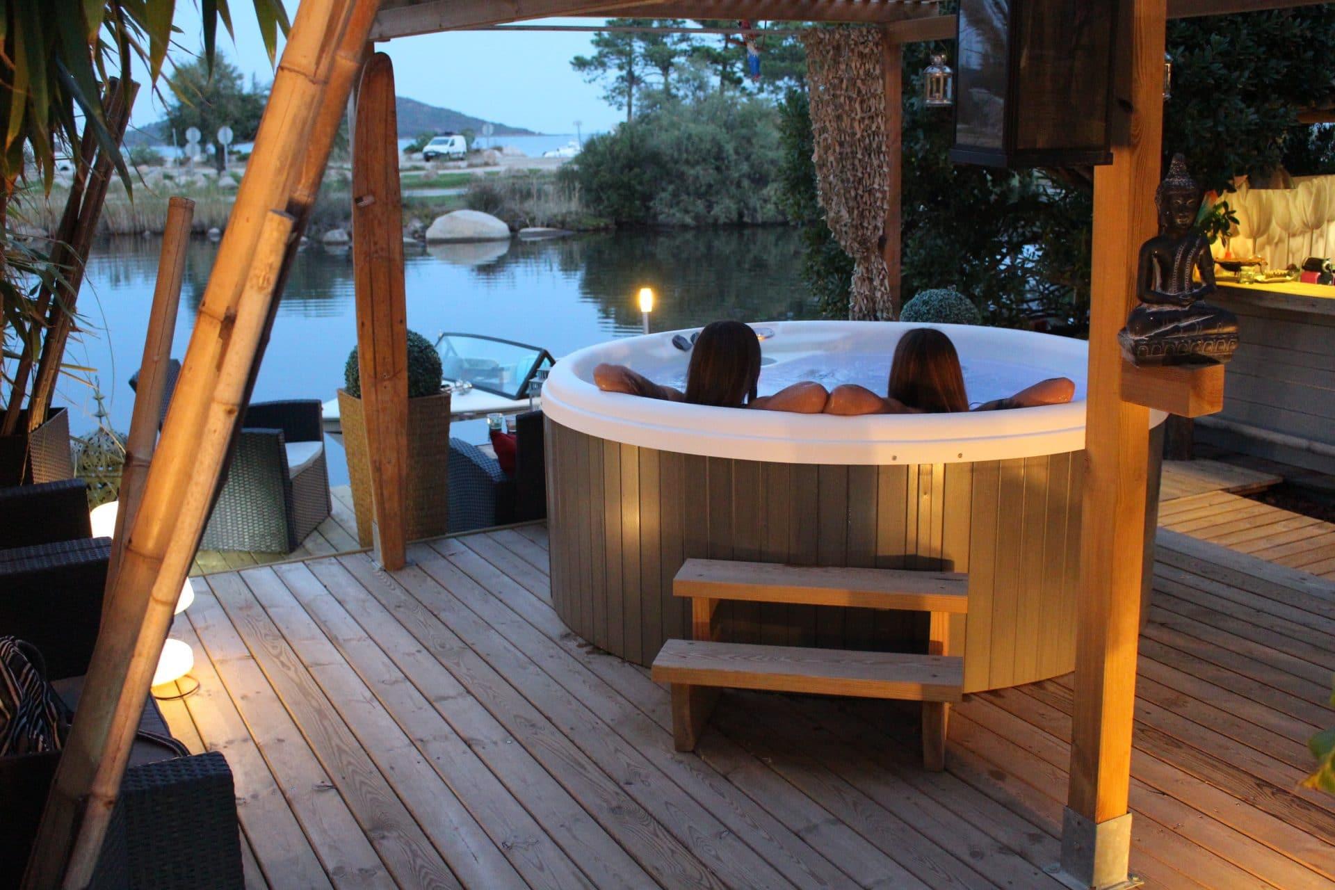 fabricant de spa jacuzzi et spa de nage ext rieur spas. Black Bedroom Furniture Sets. Home Design Ideas
